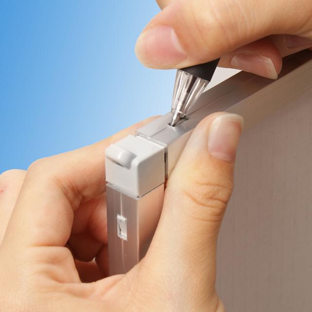 マルチパネルの写真です。ワンプッシュ組み立ての両面掲示可能な薄型ポスターパネルです。